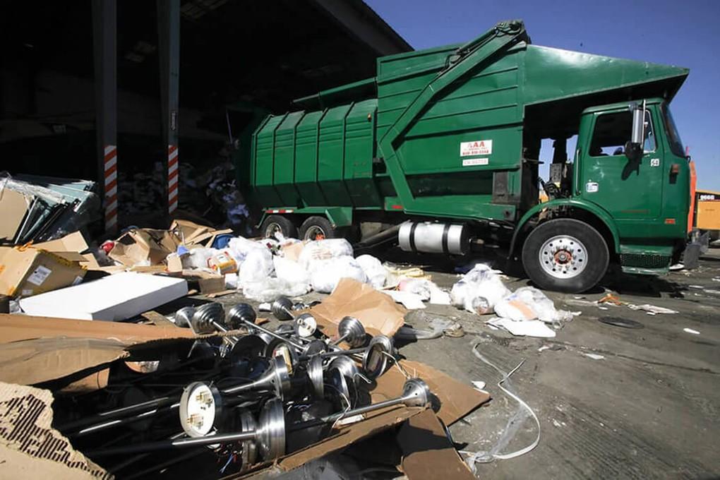 Trash Hauling-Shreveport Dumpster Rental & Junk Removal Services-We Offer Residential and Commercial Dumpster Removal Services, Portable Toilet Services, Dumpster Rentals, Bulk Trash, Demolition Removal, Junk Hauling, Rubbish Removal, Waste Containers, Debris Removal, 20 & 30 Yard Container Rentals, and much more!